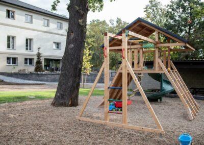 Dětské hřiště - Ubytování Milovice - Penzion Lesní